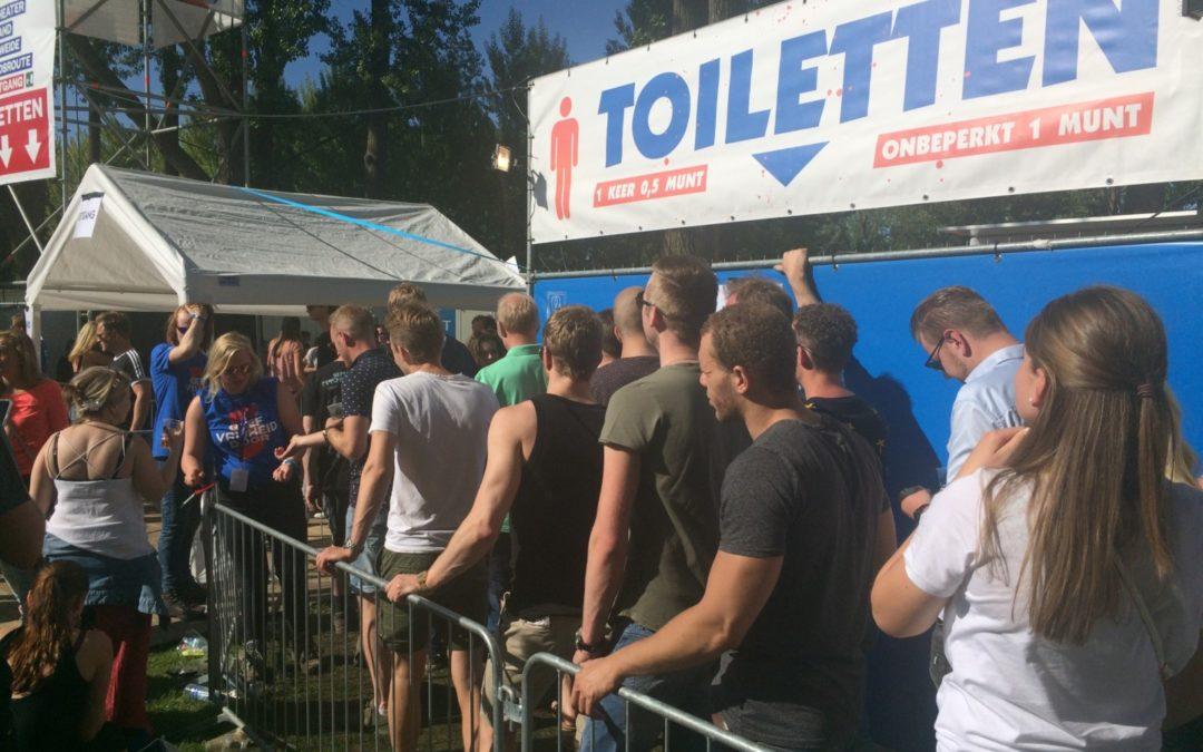 Waarom zijn er vaak te weinig toiletten op evenementen in Nederland?