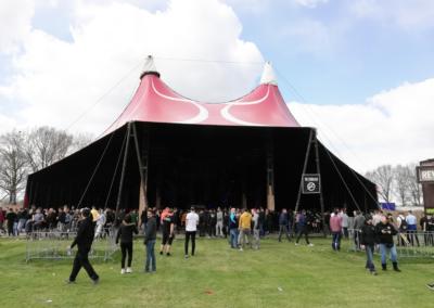 Een van de stages tijdens Rebirth Festival